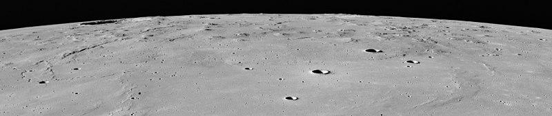 Apolo 15: vista oblicua de Marius Hills y del cráter Marius (izqda. en la imagen).